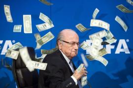 La FIFA propone suspender a Blatter durante 90 días