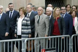 Irene Rigau llega al TSJC acompañada por el Gobierno catalán, excepto Mas