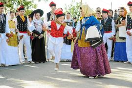 El Consell abre una línea de subvenciones de 30.000 euros para los grupos de folclore