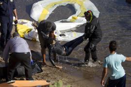 Siete muertos en Lesbos tras chocar su patera con la Guardia Costera