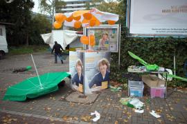 Apuñalada la favorita a la alcaldía de Colonia por su política de asilo