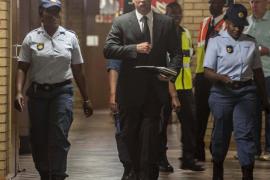 Pistorius sale de prisión y queda bajo arresto domiciliario
