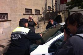 La Guardia Civil va a Olot a investigar el pago de comisiones y le ponen dos multas de aparcamiento