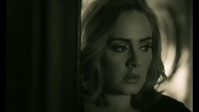 Adele estrena su nuevo videoclip titulado 'Hello'