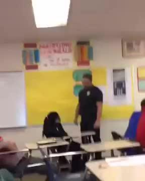 El vídeo de la brutal detención de una alumna en EEUU enciende las redes sociales