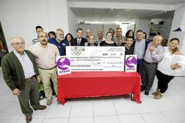 El colectivo del taxi dona 8.740 euros a la Asociación Pitiusa de Ayuda a los Afectados del Cáncer