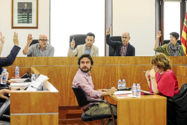 Todos los partidos se unen en Vila para pedir la sustitución del emisario
