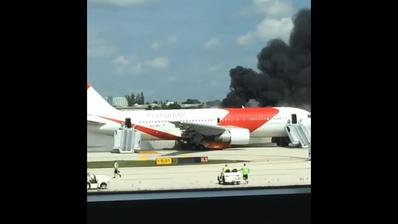 Al menos 21 heridos al incendiarse un avión en un aeropuerto de Florida
