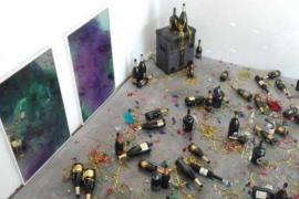 Una limpiadora de un museo tira por error a la basura una obra de arte