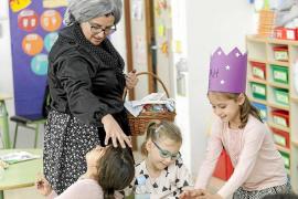 Los colegios reciben la visita de la castañera