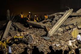 Ya son 18 los muertos por el derrumbe  de una fábrica de bolsas de plástico en Pakistán