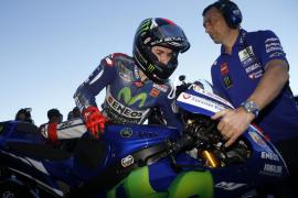 Lorenzo se coloca por delante de Márquez y Rossi finaliza quinto