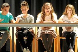 Alumnos de S'Olivera presumen de libro
