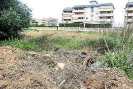Cruzada de vecinos y ayuntamiento contra los solares abandonados de Vila