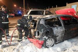 Arden cuatro vehículos en un día