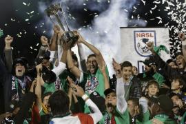 Raúl juega su último partido y gana el título de Liga con el Cosmos