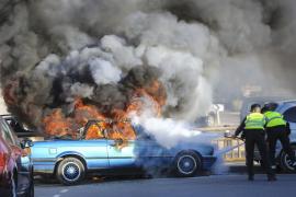 Cuatro vehículos arden en un día en Eivissa