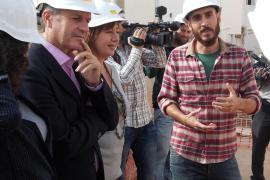 Armengol visita en Formentera las VPO de Sant Ferran, con medidas medioambientales pioneras