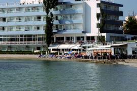 Torres reclama a los hoteleros que moderen su mensaje tras romper con el Govern