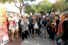 'Flashmob' reivindicativo para exigir una vivienda digna a las personas sin hogar