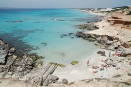 Formentera estudiará la posibilidad de tener playas libres de humo