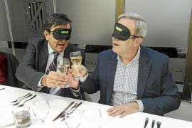 Cena a ciegas para romper barreras
