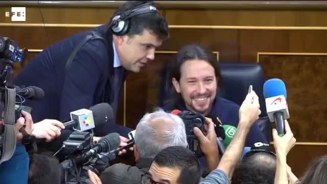 Pablo Iglesias 'toma' el escaño del presidente en el Congreso