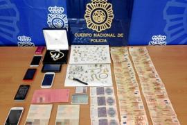 La Policía Nacional detiene en Eivissa a cinco miembros de una banda acusada de 25 robos