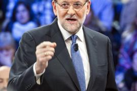 Rajoy opina que el tripartito de Sánchez con Podemos y C's no «conviene»