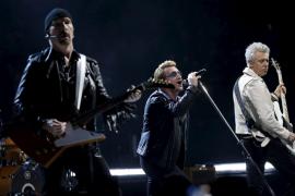 U2 recuerda a las víctimas de los atentados de París, pero no toca con Eagles of Death Metal