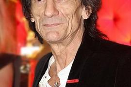 Ron Wood, guitarrista de los Rolling Stones, será padre de gemelos a los 68 años