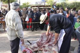 Sineu dedica la Fira de Sant Tomàs a las 'matances'