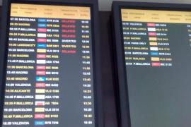 Importantes retrasos en el aeropuerto de Eivissa por culpa de la niebla