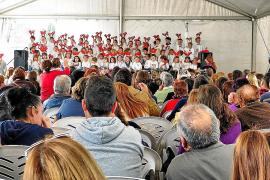 Bailes y música del colegio Can Bonet para iniciar la Navidad