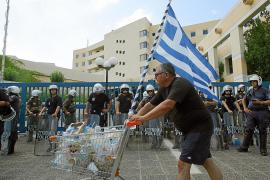 Grecia, desabastecido por una huelga indefinida de transportistas