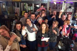 VÍDEO: La Peña Sevillista de Sant Antoni reparte series del segundo premio, el 12.775