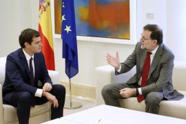 Rajoy insiste ante Iglesias y Rivera en que los resultados del 20D le avalan para gobernar
