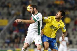 Las Palmas cierra el año fuera del descenso, al que cae el Granada