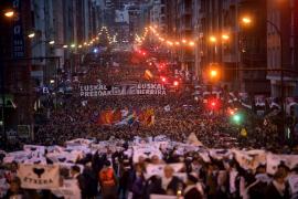 Decenas de miles de personas piden en Bilbao el acercamiento de los presos de ETA