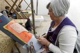 Un total de 15 artesanos muestran el valor de la tradición en es Molí d'en Simó