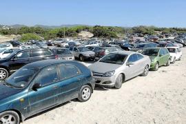 Parálisis en Sant Josep sobre el plan para regular los parkings de las playas