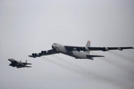 Despliegan un bombardero de largo alcance sobre la península coreana