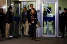 El juicio continuará el 9 de febrero tras resolverse la situación de la Infanta