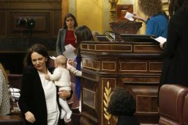 Carolina Bescansa y su bebé en el Congreso