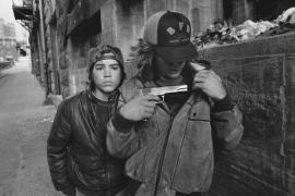 Un hijo de Beckham genera polémica al publicar una foto de un arma en Instagram