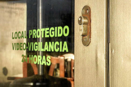 Los vecinos de Sant Jordi denuncian una ola de asaltos en cafeterías y restaurantes de la zona