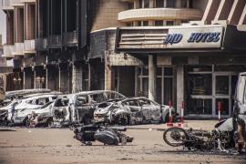 Ya son 26 los muertos en el ataque al hotel de Burkina
