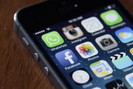Conectarse nada más levantarse, signo de adicción a las redes sociales