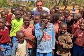 Juntos viaja a Tanzania para rodar un documental sobre el acceso a la educación de los niños masái