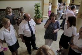 El Parlament prima en sus concursos a empresas que contraten mujeres